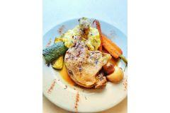 Cuisse de canard confite, écrasé de pomme de terre et légumes rôtis